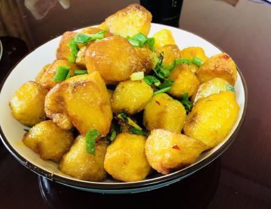 """从街头一道小吃到""""通吃""""各地美食街 深山小土豆俘获了全国食客的胃"""