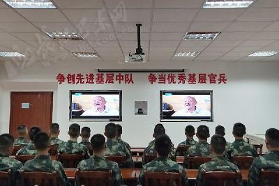 巴东集中观看张富清先进事迹纪录片《本色》