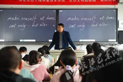 潘宗琪:职素相济 陪伴学生一同成长