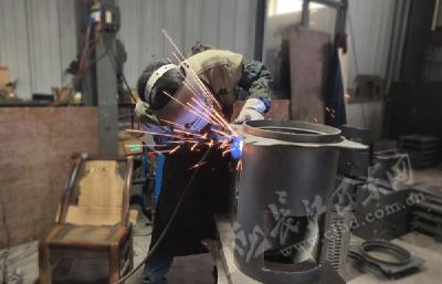 计划年生产炉具1.8万套 大支坪镇万鑫炉灶厂生产加工忙