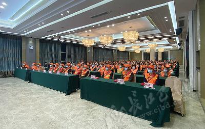 巴东开展环卫工人节庆祝活动 12名环卫工人受表扬