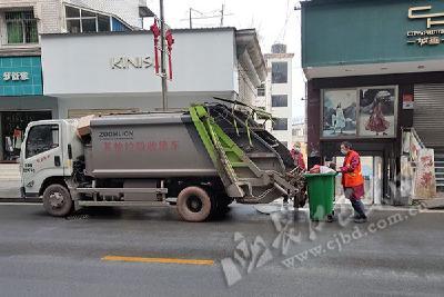 力保城市洁净 巴东城区两百多名环卫工人坚守岗位