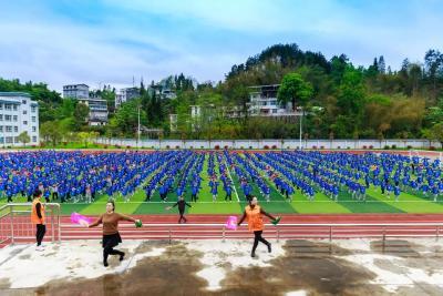 咸丰县大力开展非遗文化进校园活动