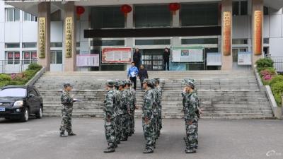 珠山镇加强民兵应急抢险小分队常规军事训练