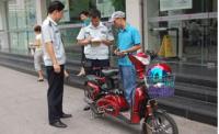"""""""两车""""综合整治进校园 暂扣违法摩托车53台"""