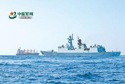 中国海军玉林舰护送被救外籍货船抵达安全海域
