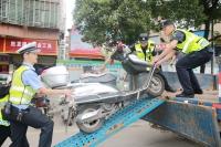 向摩托车违法行为重拳出击!