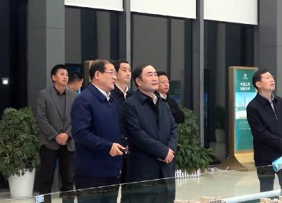 副省长赵海山来我市调研时强调  以超前的眼光谋划抓好机场建设  着力打造湖北对外开放新平台