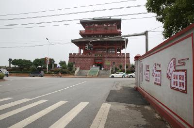 """文明曝光台︱鄂州有条""""奇葩""""路,车挤人、人挤车,已经挤了9年……"""