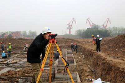 三江港综合码头抓紧建设中