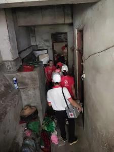 鄂州红十字志愿者走进吴都社区慰问低保残困户