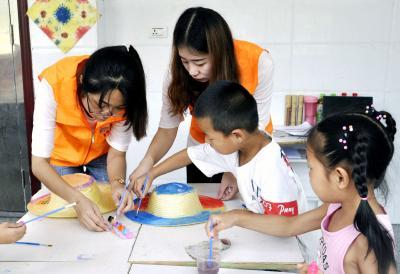践行社会主义核心价值观 爱的连锁反应——鄂城区关怀留守儿童暑期志愿服务侧记