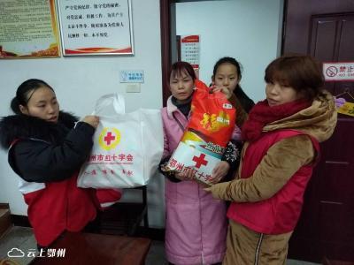 鄂州市四眼井社区红十字服务站春节慰问困难家庭