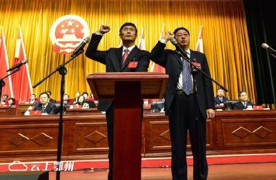市八届人大四次会议新当选和通过的国家工作人员向宪法宣誓