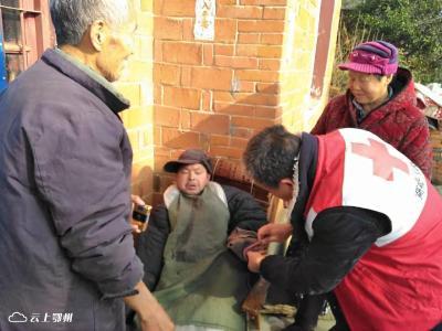 """""""博爱暖人心""""——鄂州市官柳社区红十字服务站为残疾困难家庭送温暖"""
