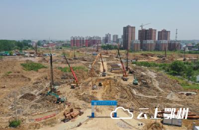 鄂州临空经济区安置小区项目复工复产马力足