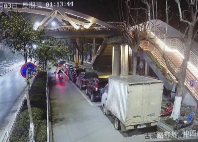 鄂州警方破获系列打砸汽车玻璃盗窃财物案