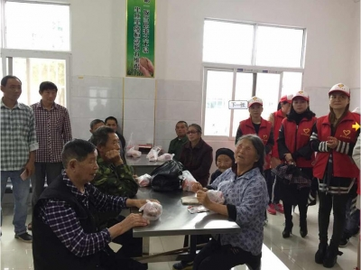 鹤峰| 走马志愿者同福利院老人共迎中秋
