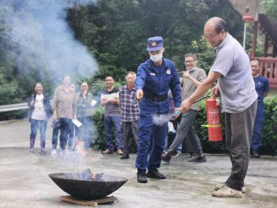 鹤峰:进村入户 消防安全送到家