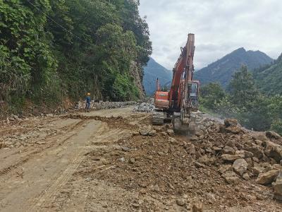 鹤峰至邬阳的道路经抢修恢复全幅通行