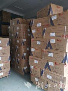 除夕,浙江爱心司机将10万只口罩运往武汉