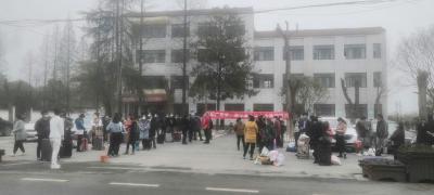 """沙洋县纪山镇""""点对点""""服务 有序组织人员返岗务工"""
