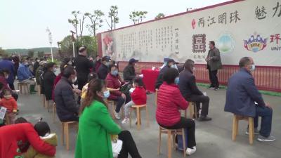 市政协组织委员赴沙洋县金台村送医送药