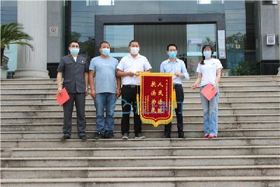 荆门:百余农民索租金 法院悉心化纷争