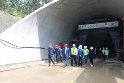 市政府国资委党委书记、主任张先胜调研罗汉山隧道项目
