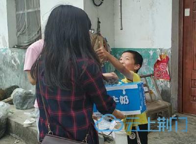 """【省市媒体看沙洋】沙洋:""""六一""""慰问残疾儿童 爱心传递情暖人间"""