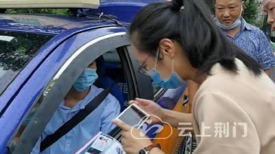 荆视频丨粗心考生丢失准考证 出租车司机紧急帮忙找回
