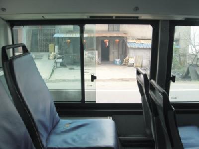 你欲开窗我不让 两乘客发生冲突