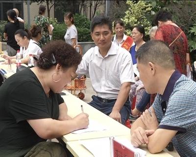 市政协开展政协委员进社区大接访活动