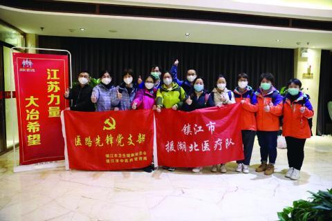 精锐之师 星夜驰援  — 钟南山团队和江苏医疗支援队先后抵达我市