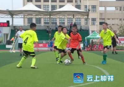 我市一小学校园足球队荆门比赛夺冠