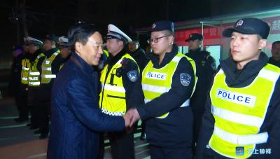 """王小庆慰问""""三治""""工作一线执法人员"""