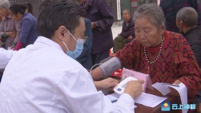 钟祥市人民医院:送医下乡服务百姓健康