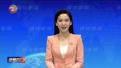 """人行道上乱停车 路面井盖很""""受伤"""""""