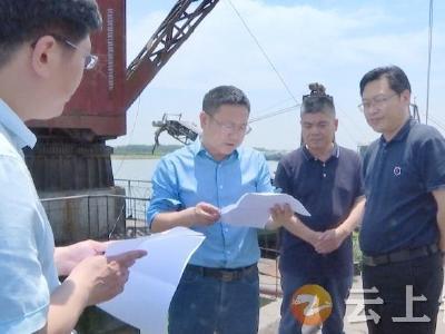 何平在胡集镇调研重点项目建设和水电气热等资源保障情况