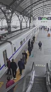 王博伟 汉口火车站工作人员