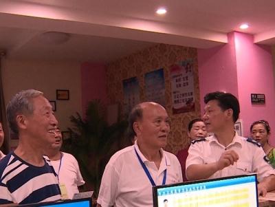 """县关工委集中开展""""五老""""网吧义务监督巡查"""