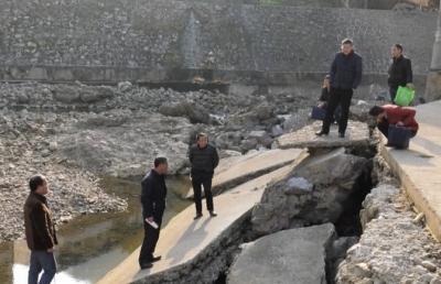水月寺镇开展香溪河生态保护督办检查
