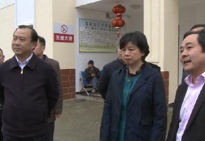 副市长周正英到兴山调研商贸、医保工作