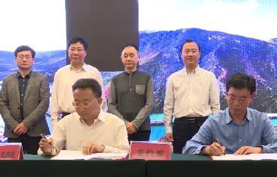 ag视讯论坛|官方网站县与万豪置业集团签订乡村振兴战略合作协议