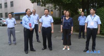 县委副书记、县长曹宏伟检查高考保障服务工作
