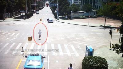 视频还原惊险一幕,两位司机奋不顾身