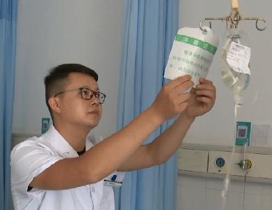 """第二个中国医师节:在全社会倡导""""尊医""""文化"""