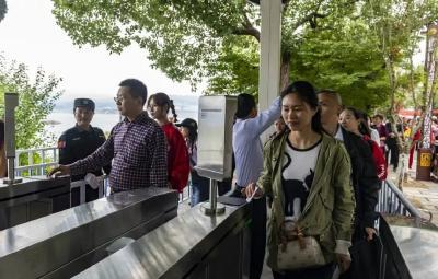 三峡大坝旅游区秭归换乘中心启动运营