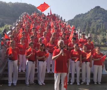 群众徒步健身庆祝新中国成立70周年