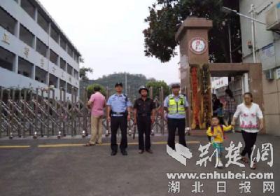 """南漳警方严格落实""""三见"""" 持续加强校园安保工作"""